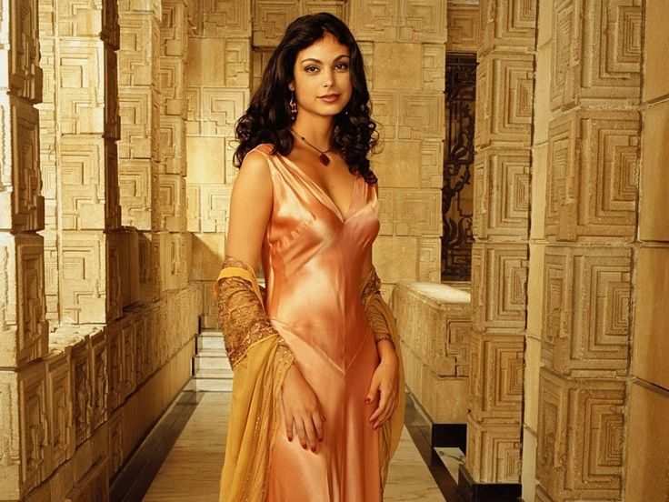 Morena Baccarin was born in Rio de Janeiro, Brazil, to actress Vera Setta and journalist Fernando Baccarin.