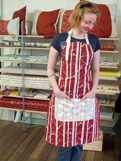 10 free apron patterns. I heart aprons.