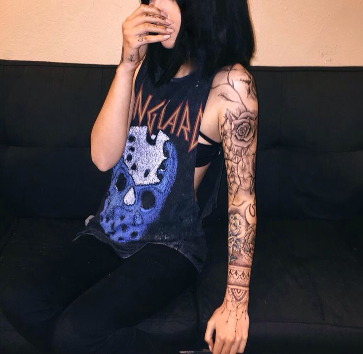 SHE GOT A FUCKING SLEEVE OMFG ITS GORGEOUS