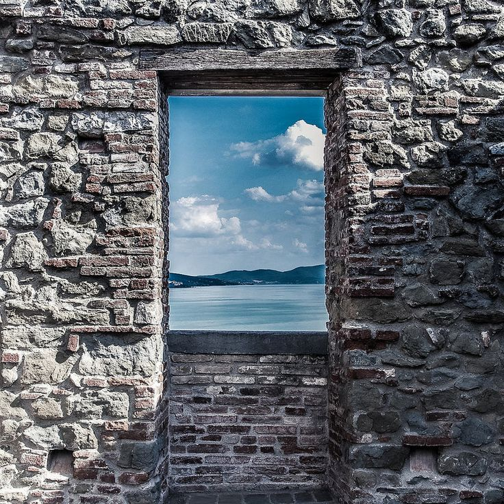 Finestra aperta sul Trasimeno #ALTrasimeno foto di @mahddalena