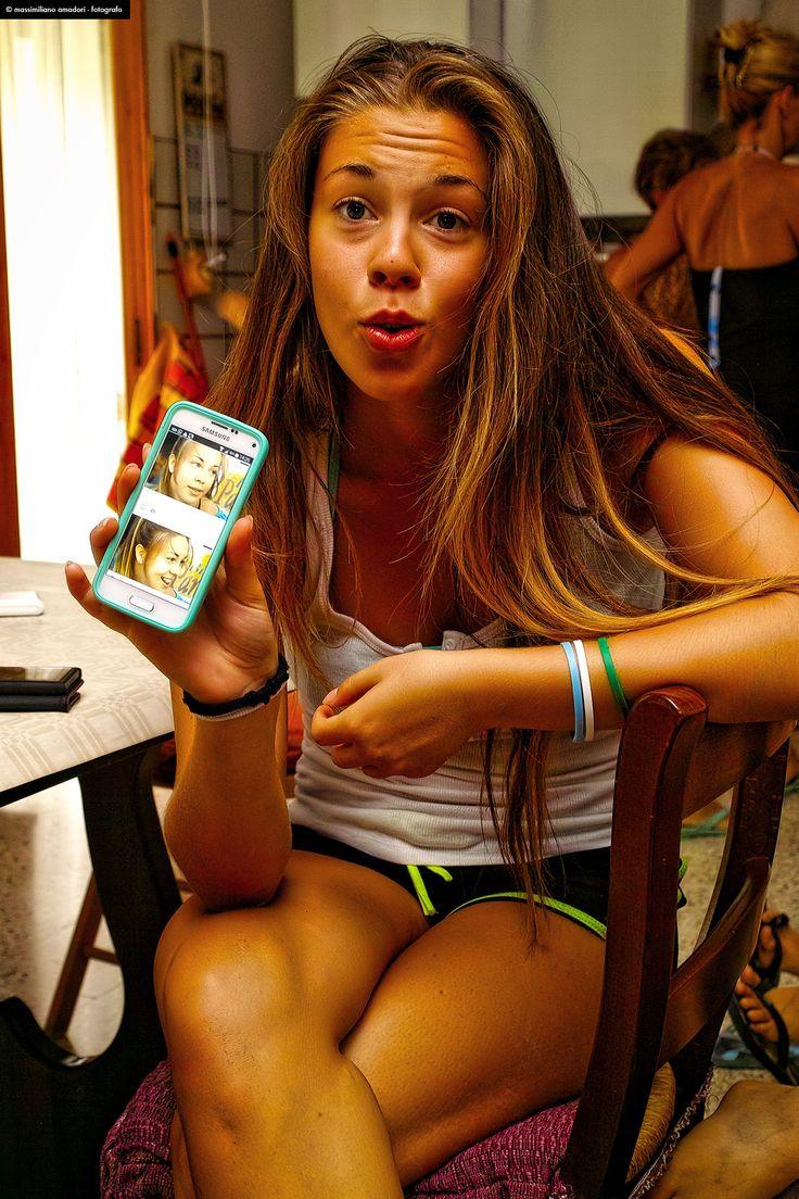 smartGIRL - lovely girl and her smartphone