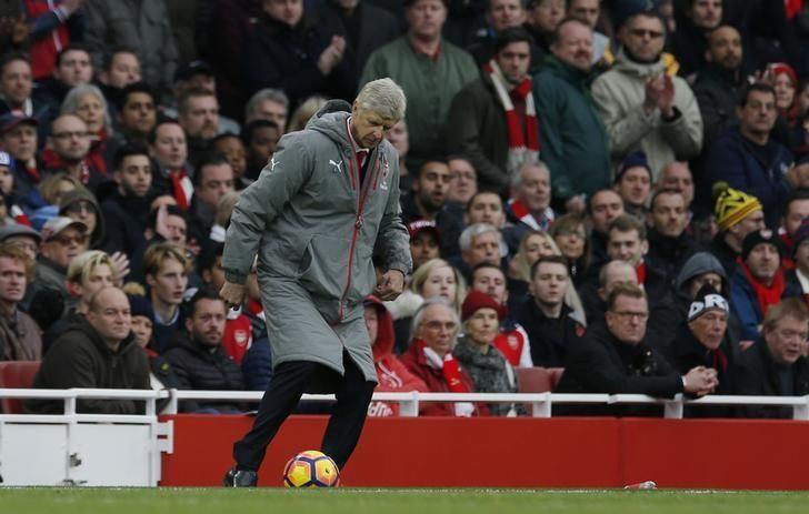 Wenger Punya Peluang Emas untuk Kalahkan Mourinho di Old Trafford