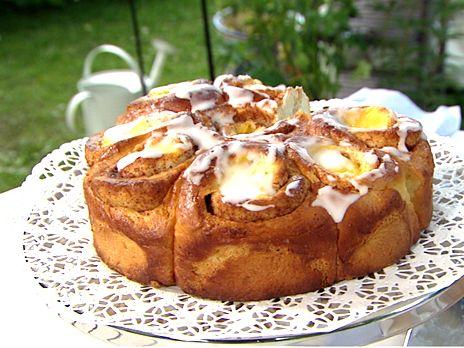Baka butterkaka med vaniljkräm och glasyr efter kokbokslegenden Birgitta Rasmussons recept.