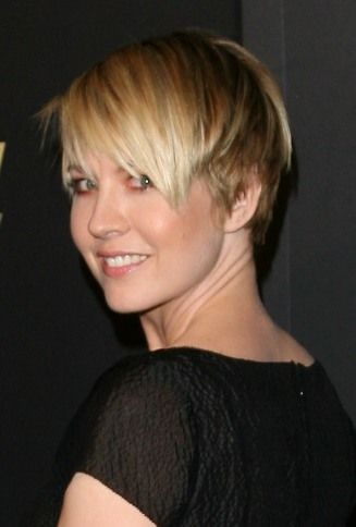 Back of Jenna Elfman's Hair | Jenna Elfman's multi-colored blonde highlights pair perfectly with ...