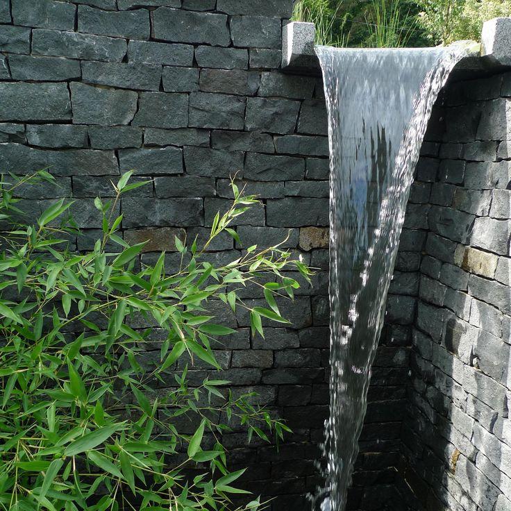 zdivo z čediče a žulový vodní přepad / masonry of basalt and granite water overflow