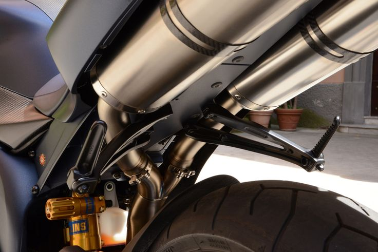 Yamaha R1 SP Akrapovic exhaust system detail