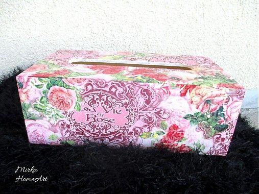 Drevená krabička na servítky (tie väčšie), krásny motív s ružami, vyrobená dekupážou.  http://www.sashe.sk/HomeArt/detail/rose-servitkovnik