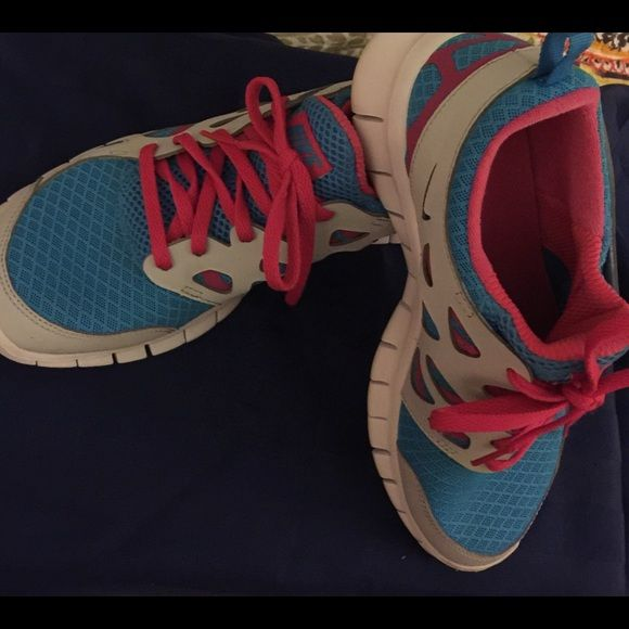 Nike Free Run 2 sz 6 youth /ladies sz 8 Pre-owned excellent condition, used only once, colors are blue, pink and white, very light and comfortable, very nice sneaker Nike Shoes Sneakers