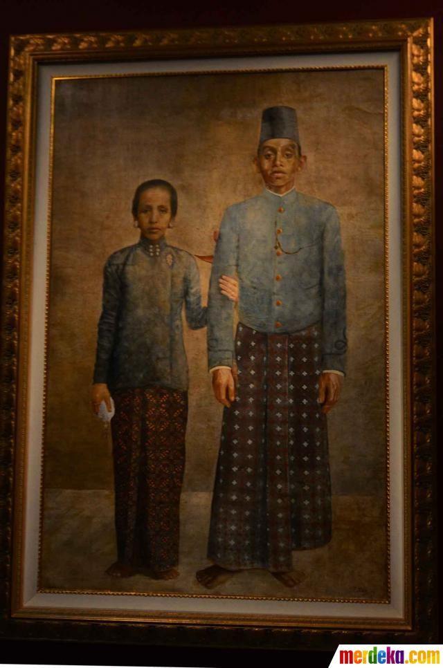 Sebuah lukisan yang menggambarkan wanita berpegangan dengan seorang pria dalam pameran karya lukisan Raden Saleh yang diadakan di Galeri Nasional, Jakarta, Minggu (3/6).
