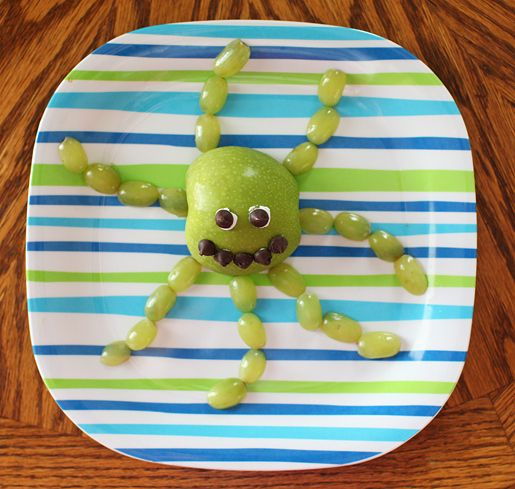 Apple + grapes cut in half = octopus. / 19 Easy And Adorable Animal Snacks To Make With Kids (via BuzzFeed)