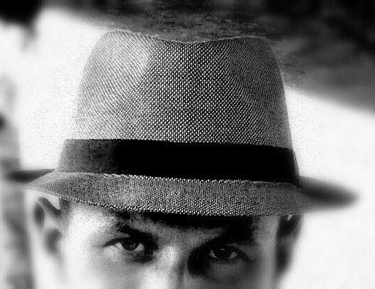 Di sguardi e di ombre... Vi vedo eh!  Grazie a @alessio_ciorba per aver indossato i miei modelli.  #igerslivorno #instalivorno #livorno #like4like #likeforlike #instagood #instalike #instadaily #porto #harbour #barche #boat #hat #hats #cappello #fedora #model #fashion #style #styleinspiration #fashionmen #menstyle #mensfashion
