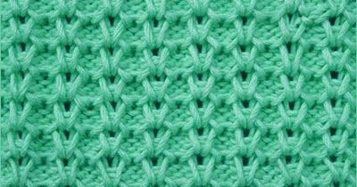 Honeycomb Brioche knitting. This stitch uses a combination of slipped stitches, yarn forwards, brioche knit and brioche purl to create an attractive honeycomb stitch.