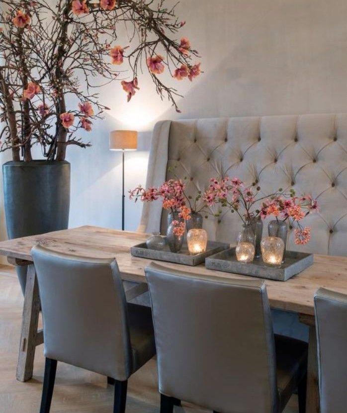 Tisch mit Bank, Sitzbank mit gepolsterter Rückenlehne