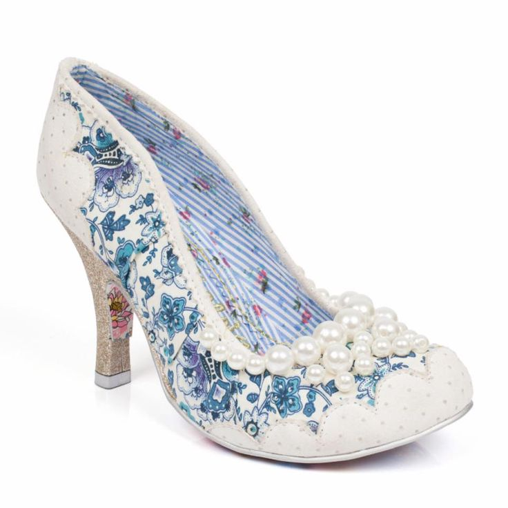 Wedding Shoes.  For the bride that wants something unique and different! Contact us for pricing:  info@bellasulize.co.za  #weddingshoes #pretoria johannebsurg #centurion #southafrica #bellasulize #bridalboutique