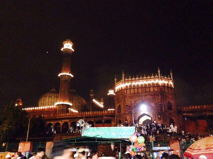 The gorgeous lights of Jama Masjid set the atmosphere for #TheParkRamadanWalk #Delhi!