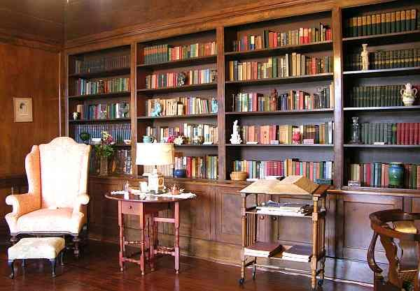 A library!  Definitely.  Books are a must and this room would be electronic-free.  I'd even have a small storage bin for cell phones before you enter.Brown Mansions, Music Comedy, Nice Bookshelves, Libraries Book, Comedy Murder, Future Dreams, Cell Phones, Libraries Image, Mansions Libraries