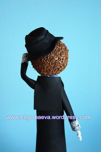 Peinado de chico con barba y sombrero, atrás   ---   Hairstyle boy with beard and hat, behind. http://engomaeva.wordpress.com/