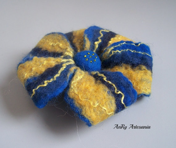 Flower felt broochElectrical blueyelow accessories by ArteAnRy, €10.00