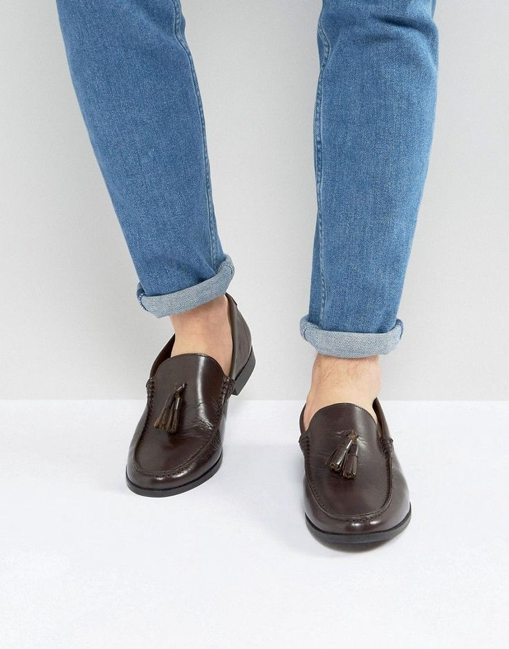 Get this Frank Wright's loafers now! Click for more details. Worldwide shipping. Frank Wright Tassel Loafers In Brown Leather - Black: Loafers by Frank Wright, Leather upper, Slip-on style, Tassel detail, Penny front, Apron toe, Treat with a leather protector, 100% Real Leather Upper. From a small Northamptonshire workshop, Frank Wright originally made peg sole boots for the British Army. Moving into the Carnaby Street scene in the '60s, classic loafers and Beatle boots saw Frank Wright…