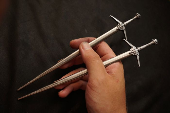 Dragon Age: Inquisition Sword Chopsticks http://geekxgirls.com/article.php?ID=5041