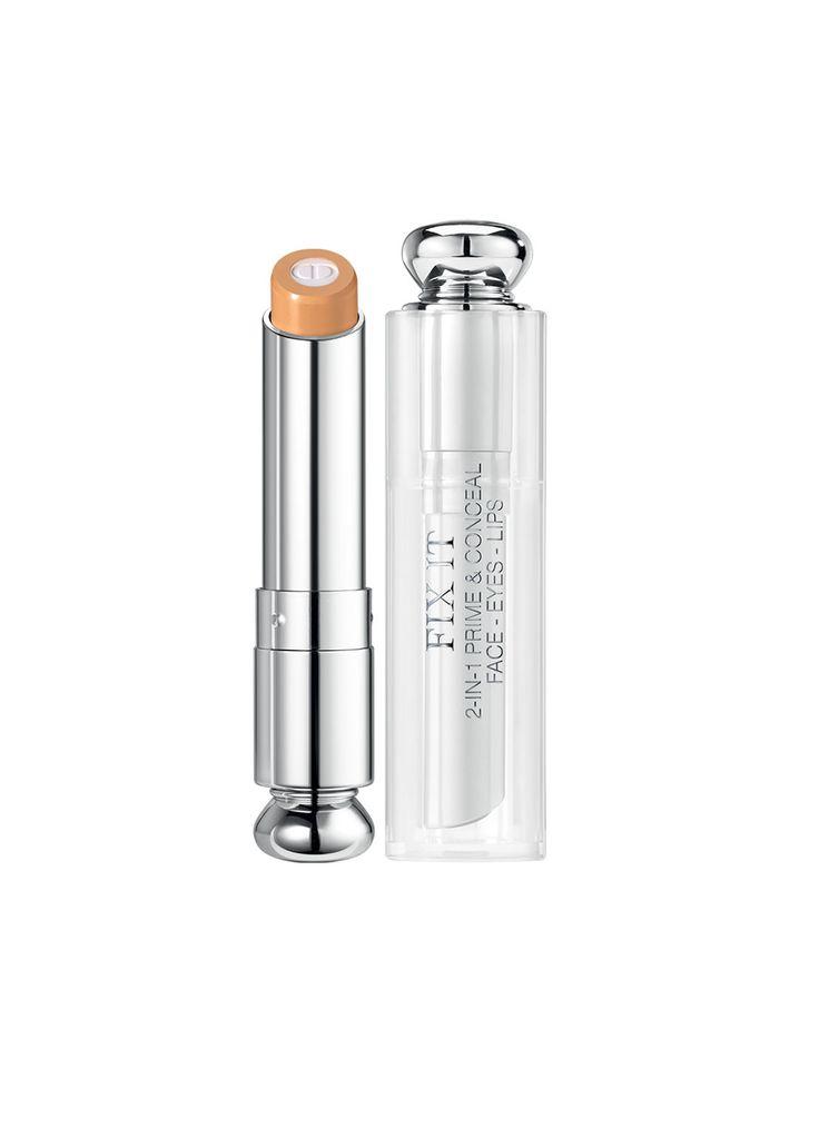 1 stick, 2 texturen, 3 applicatiemogelijkheden.<br /> Geïnspireerd door Backstage make-up technieken, creëert Dior haar eerste multifunctionele concealer. <br /><br /> De kern bevat een formule verrijkt met een soft-focus poeder om een gelijkmatige en geperfectioneerd huidoppervlak te creëren. Rimpels zijn minder zichtbaar, poriën zijn minder zichtbaar en lippen zijn gladgestreken. <br /><br /> Rondom de kern vind je een volledig dekkende kleur die kleurimperfecties verbergt (donkere…