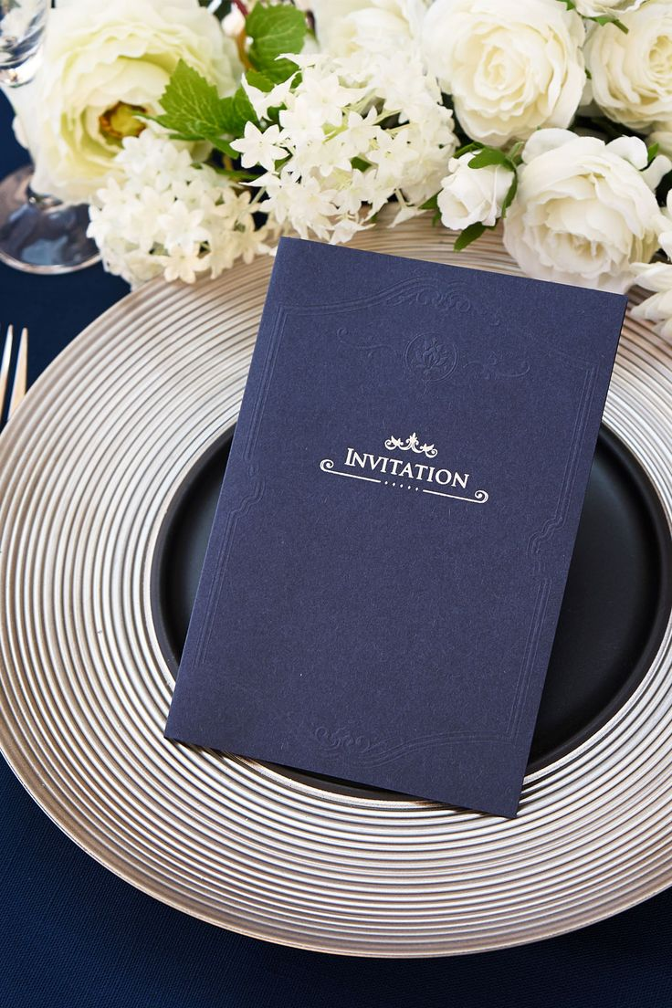 結婚式 招待状【クラシコ・ネイビー】 オシャレな紙質が最大の特徴。和紙のように手作りの雰囲気がある紙で、紺色はとてもめずらしく、銀箔にとても合います。エンボスの柄がアンティークな雰囲気ありです。by チーフ・アートディレクター おがってい   WEBDING|ウェブディングでは148種類の招待状がHPから無料サンプル請求OK!、日本橋店ではペーパー相談会随時開催中(予約優先 03-3527-3868) #ウェディング #ペーパーアイテム #結婚式 #結婚式招待状 #手作り #DIY