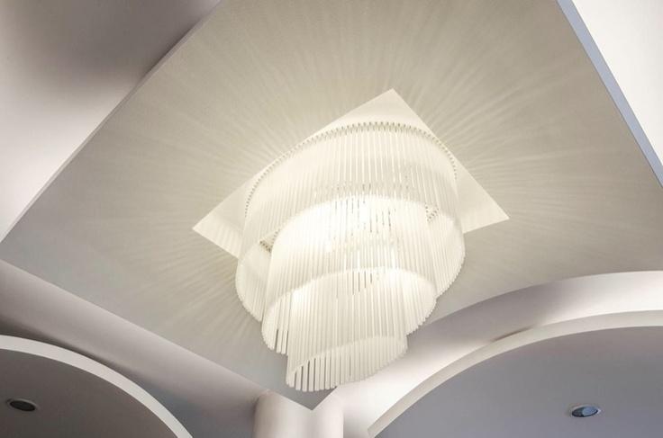 Il lampadario progettato e realizzato su misura da Gammadeltagroup per la sala da pranzo dell'Hotel Des Bains.