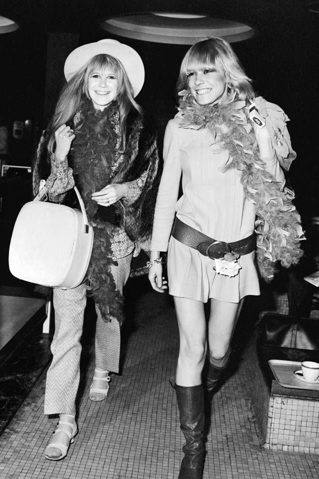 Vintage style icons who travel in style: Marianne Faithfull and Anita Pallenberg, 1967
