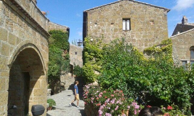 Borghi fioriti,  Civita di Bagnoregio