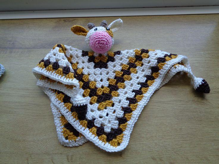 Collega kreeg een kleine. Heb het patroon van knuffelbungel koe gecombineerd met een knuffeldoekje.