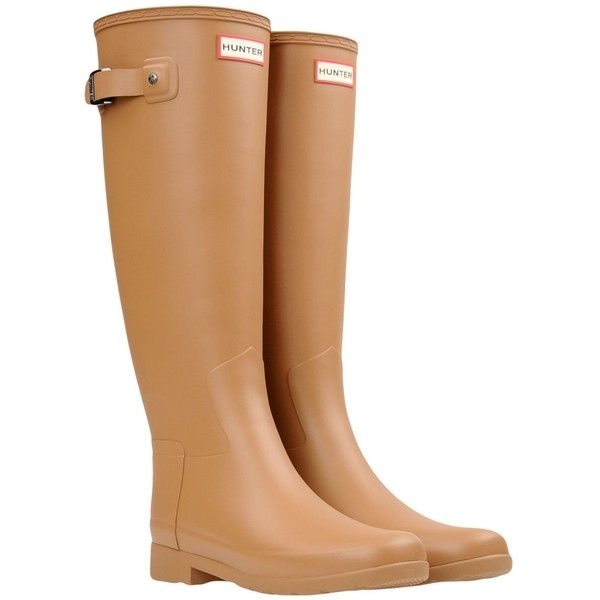 Hunter Boots (18175 RSD) ❤ liked on Polyvore featuring shoes, camel, wellington boots, logo shoes, square heel shoes, wellies shoes and round toe shoes