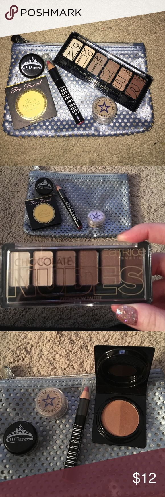 Makeup bag with goodies Ipsy bag with Catrice eyeshadow chocolate nudes, Too Faced Sun Bunny Bronzer sample, Lord & Berry Matte Lip Crayon, two loses eye shadow pigments, M Princess in Melting Maple and Metallic eyeshadow in Aged to Perfection Champagne. Too Faced Makeup Bronzer