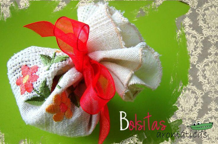 Cómo hacer bolsitas aromáticas o saquitos aromáticos para el armario. Un hermoso regalo para cualquier ocasión: http://www.manualidadesinfantiles.org/bolsitas-aromaticas