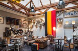 Een trendy hostel met super cosy common space. Free wifi uiteraard en voor de rest chille dormrooms met gedeelde badkamers.