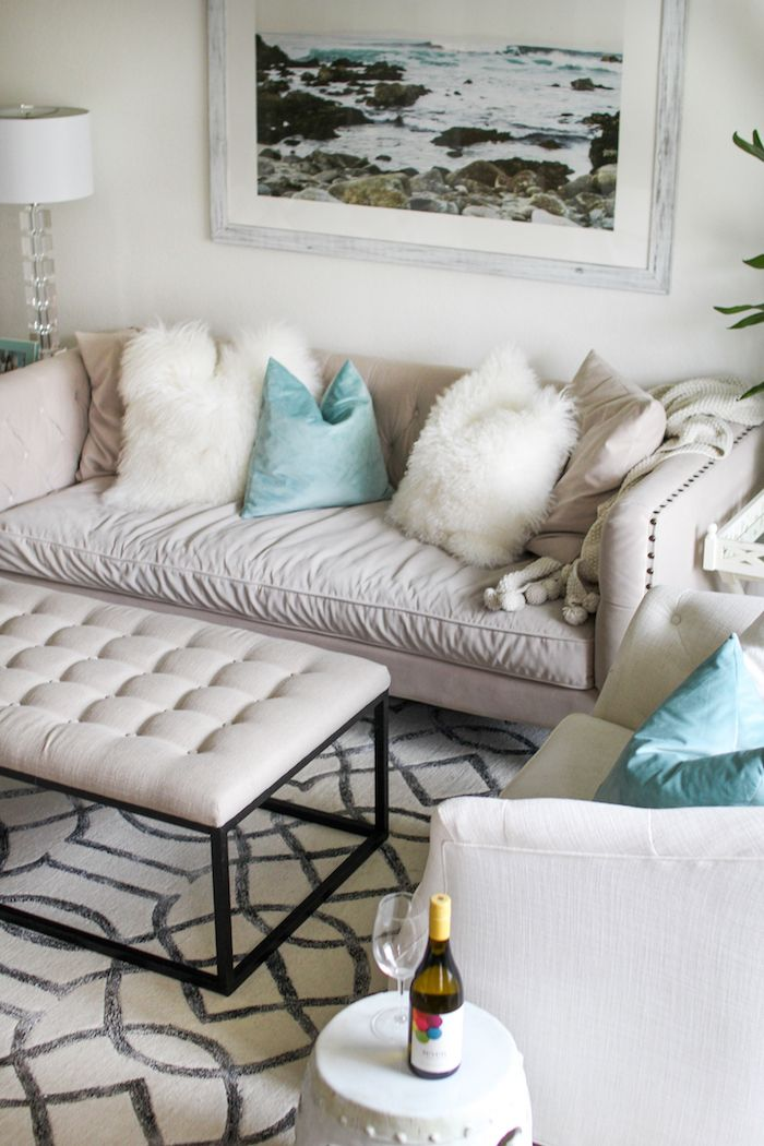 @KathleenCBL Shows Us Her Coastal Chic Living Room With Our Roberto Sofa  And Kent Ottoman