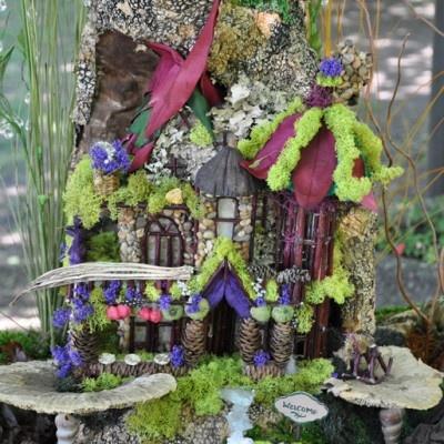 backyard fairy house: Color, Fairies Gardens, Fairy Houses, Backyard Fairies, Faerie Gardens, Gardens Fairy, Smiley Fairies, Fairies Houses For, Gardens Fairies