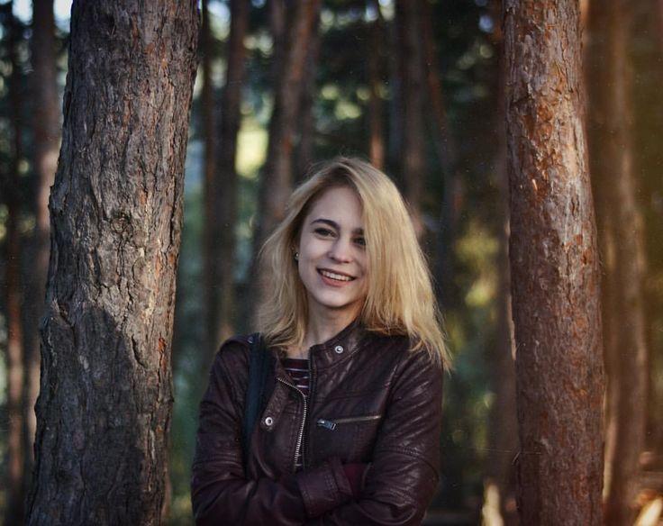 Smile, blonde bob forest