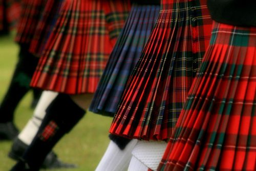 kilts that sway, so the pleats flip and change color... FLASH ! <3