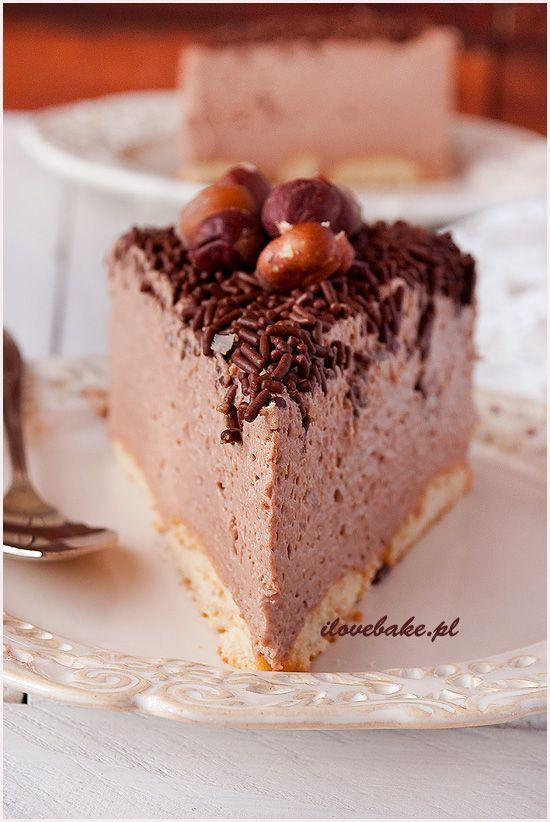 To mój pierwszy czekoladowy sernik na zimno z nutellą i muszę przyznać, że jest przepyszny. Pomimo dużej dawki kalorii…