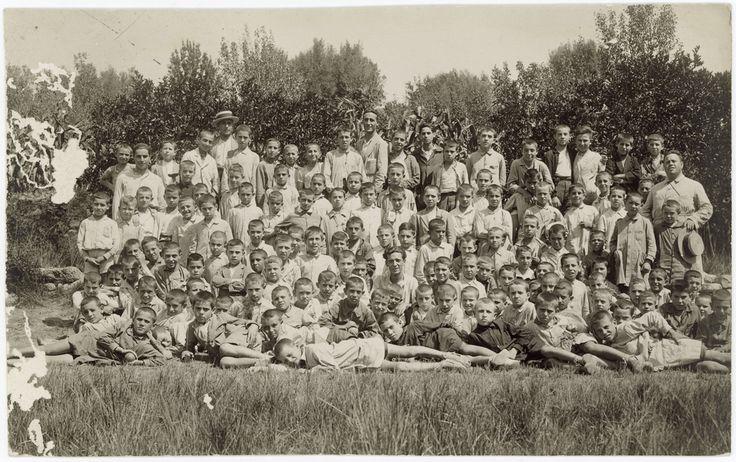 [Grupo de niños posando] (s.a.) - Anónimo - Segorbe
