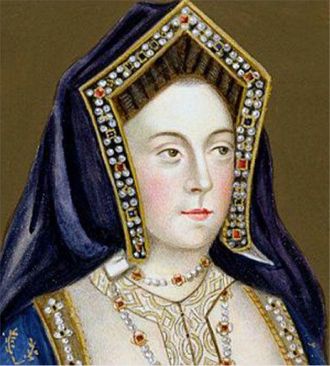 Nace el 16 de diciembre de 1485 en el palacio arzobispal de Alcalá de Henares. Pertenece a la casa de Trastamará. Sus padres son Fernado II de Aragón e Isabel I de castilla, conocidos como los Reyes Católicos. Fue la hija menor de los Reyes Católicos que tuvieron cinco hijos. Además era tataranieta del rey Eduardo III de Inglaterra y de la reina Isabel de York, situación ésta que sería empleada posteriormente en el divorcio. Catalina tenía un gran parecido físico a su madre Isabel, rubia, de…