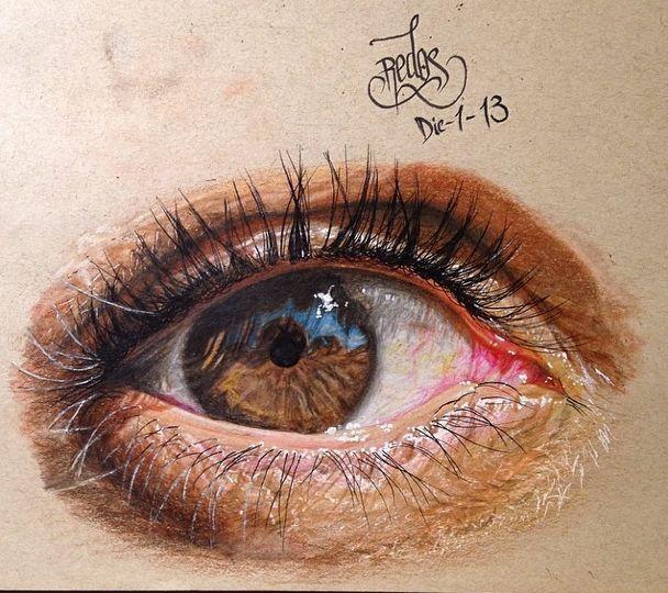 Estas imágenes de ojos, no son otra cosa que dibujos realistas hechos a mano con simples materiales como crayones y lápices de colores