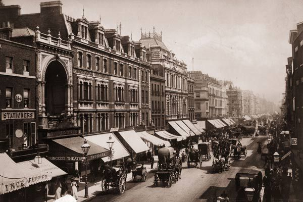 Your carriage awaits: Oxford Street in 1890. Picture: London Stereoscopic Company/Getty Images