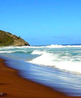 Playa de Cuyagua, paraíso para los surfistas, estado Aragua.