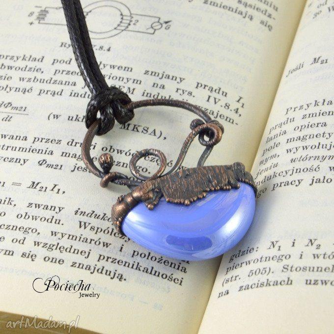 Abstrakcyjny błękit - naszyjnik z wisiorem (sprzedawca: Pociecha Jewelry), do kupienia w DecoBazaar.com