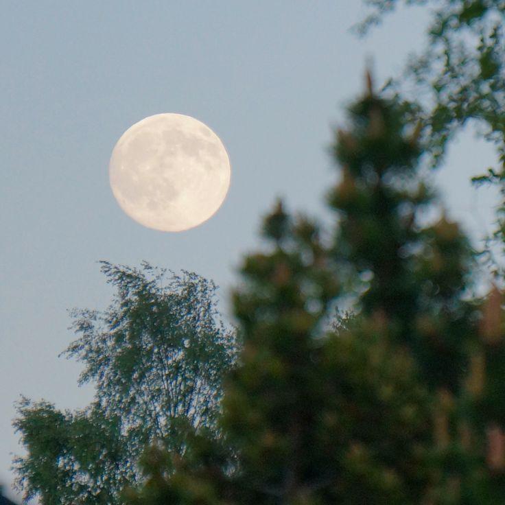 Månen sett mot Toten