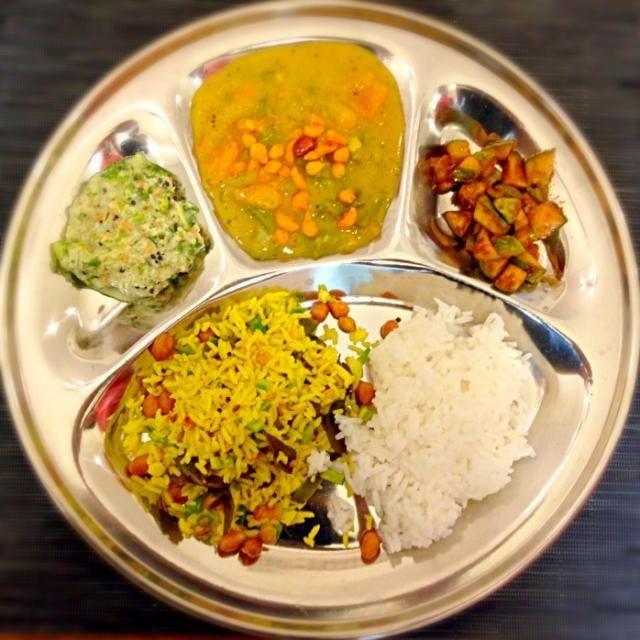 ココナッツのチャトニー、ベジタブルKruma、小メロンのアチャール、レモンライス、DiaRice - 14件のもぐもぐ - 南インド料理(ベジタリアン仕様) by ぱぷりこ