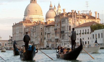 Rekindle your love on a gondola ride in This #Romantic place, Venice, Italy  http://willisnichetravel.com