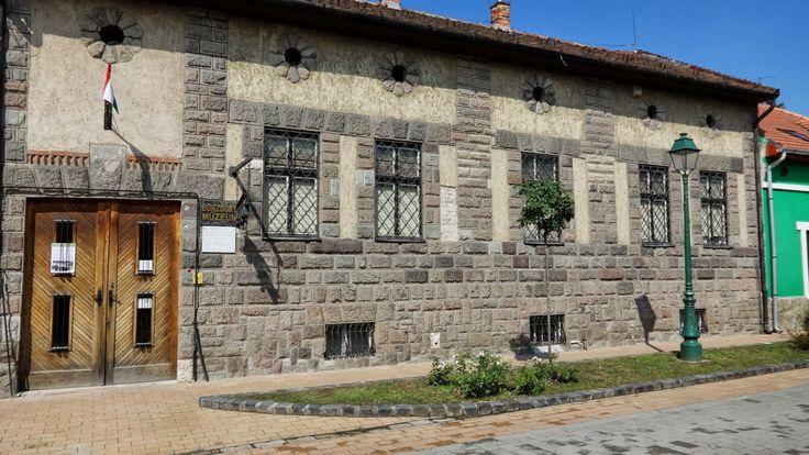 Tárt karok: Börzsöny Múzeum, Szob
