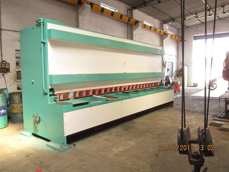Steelsparrow.com is the best place to Purchase 40 Ton hydraulic press brake through online from India 40 Ton hydraulic press brake, Model -JSHPB-04, Bending capacity - 3125 x 16 mm,  For more details plz visit:http://www.steelsparrow.com/machine-tools/hydraulic-press-brakes/standard-hydraulic-press-brakes.html Email id:info@steelsparrow.com